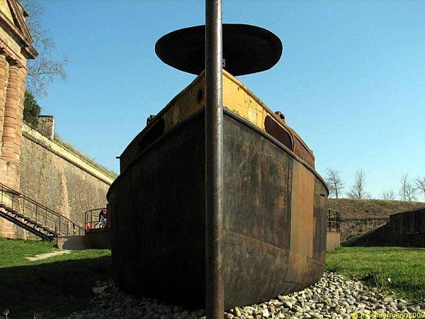 Péniche installée au pied de la porte de Belfort, Neuf-Brisach © Droits réservés